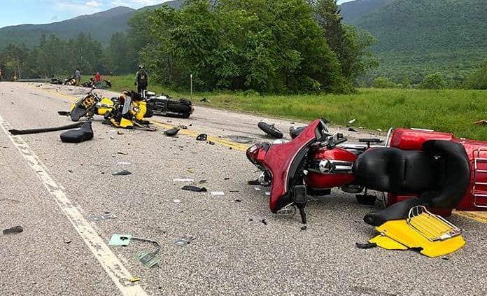 Camioneta embiste a motociclistas en EU