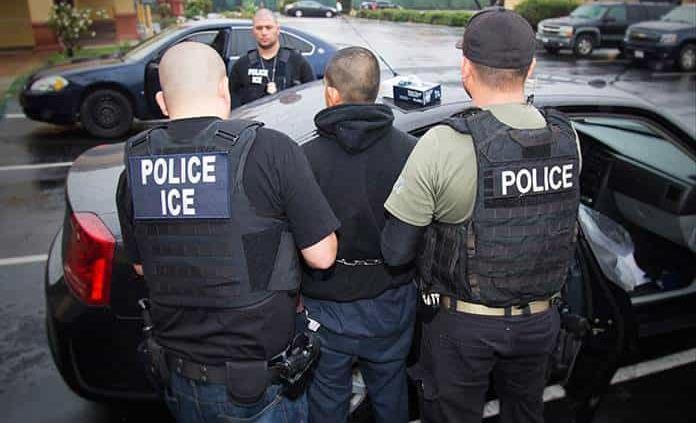 Renuncia jefe de la agencia encargada de deportaciones en EEUU