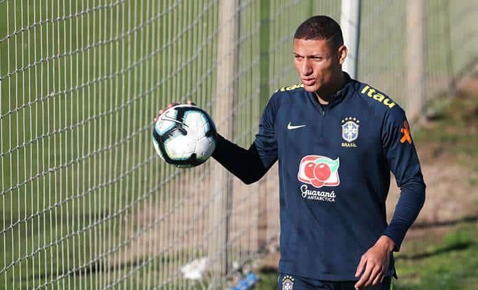 Richarlison tiene paperas, queda fuera de duelo Brasil-Paraguay