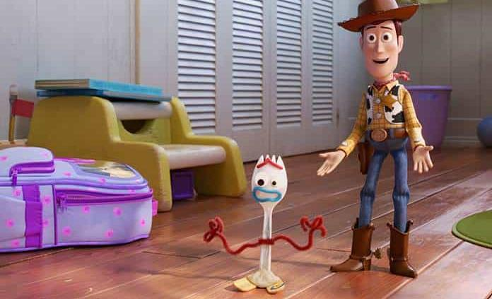 Madres cristianas recolectan firmas contra Toy Story 4 por escena lésbica