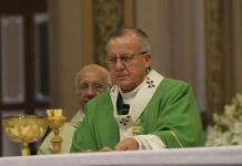 Pide arzobispo no vivir atrapados en las redes sociales