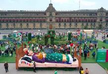 """""""Los colores de Frida"""" pintan el zócalo"""