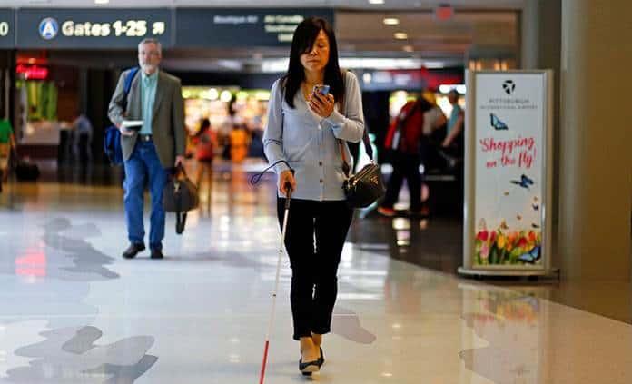 Desarrollan app para asistir a invidentes en aeropuertos