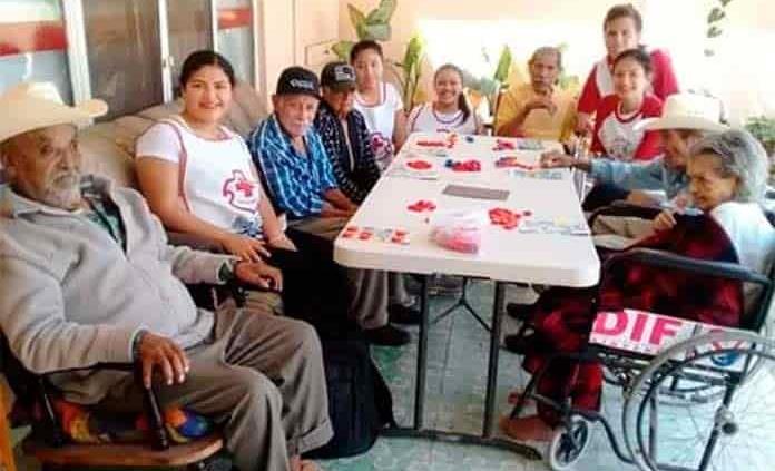 Preparan festejo para los abuelitos