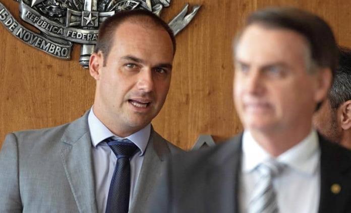Bolsonaro considera nominar a su hijo como embajador en EEUU