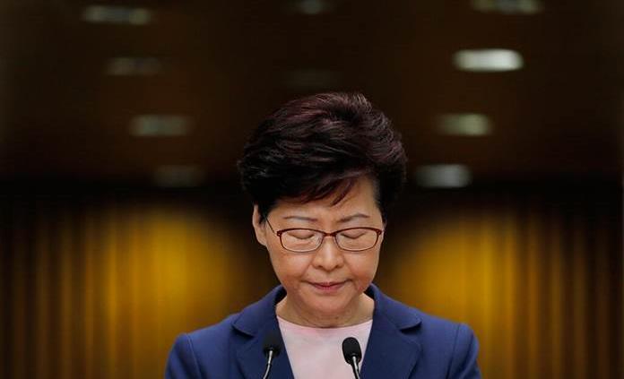 Protestan con un féretro de la gobernante de Hong Kong