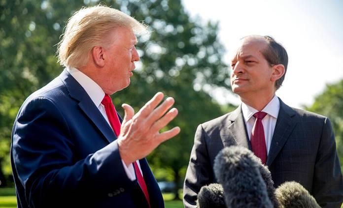 Renuncia secretario de Trabajo de EEUU por caso Epstein