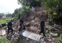 Se desgaja cerro y sepulta una casa, en Puebla