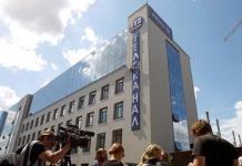 Atacan con lanzagranadas un edificio de un canal de televisión en Kiev