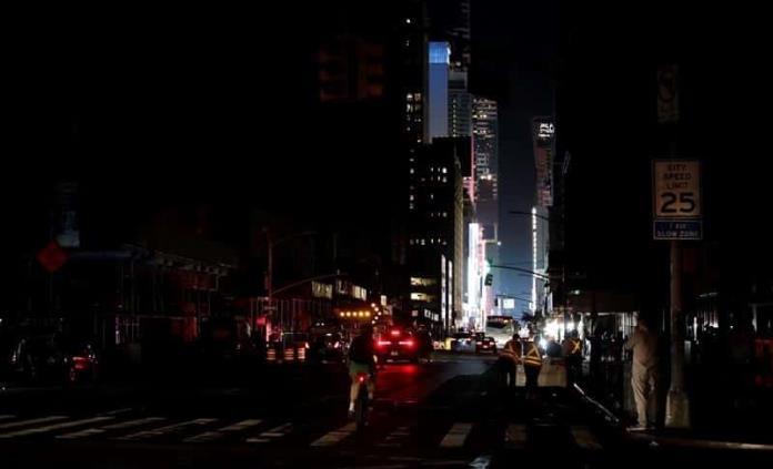 Decenas de miles de personas afectadas por apagón en Nueva York