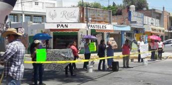 Vecinos del Saucito bloquean calle López Hermosa, en demanda de reparación de drenaje colapsado