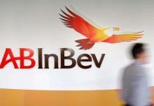 La cervecera AB InBev ganó 64.7 millones hasta junio, un 98.4 % menos que en 2019
