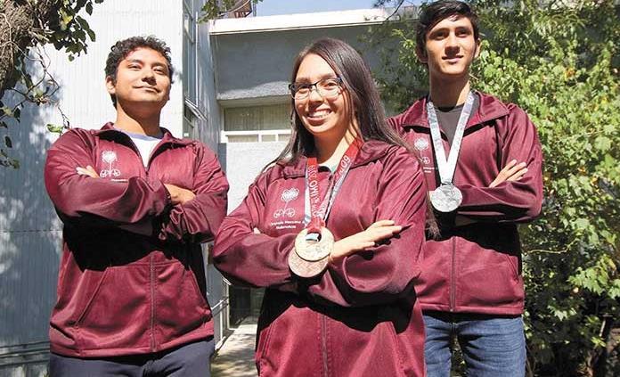 Pese a dificultades, lo conseguimos, dicen ganadores de Olimpiada Internacional de Matemáticas
