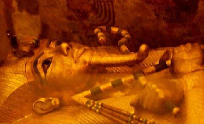Paciencia para devolver el lustre al sarcófago de Tutankamón