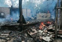 Incendio arrasa con humildes viviendas