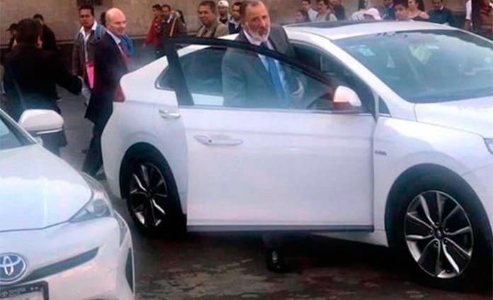 Captan a Meade y González Anaya saliendo de Palacio Nacional