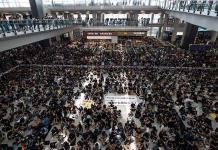 Hong Kong cancela vuelos por protestas