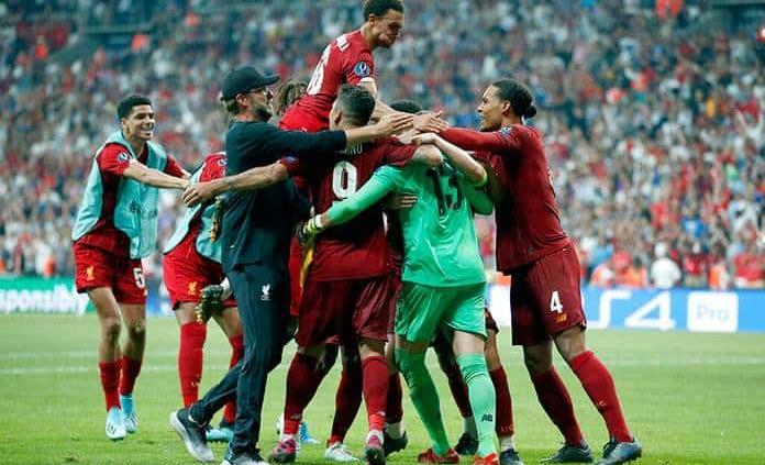 Adrián da al Liverpool su cuarta Supercopa de Europa