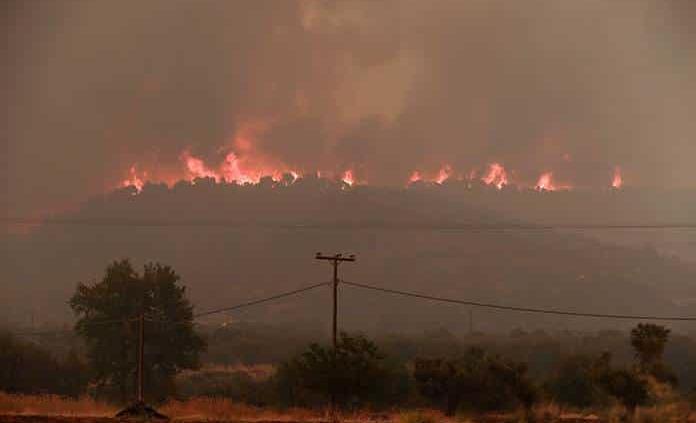 Siguen incendios forestales en Grecia
