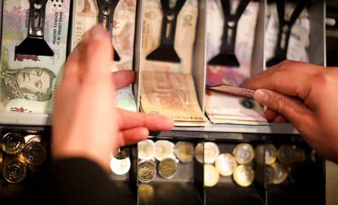 Peso argentino se recupera tras diálogo entre Macri y Fernández