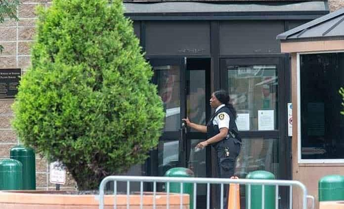 Guardias fallaron en vigilancia de Epstein