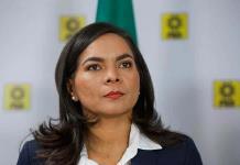 B. Mojica renuncia al PRD