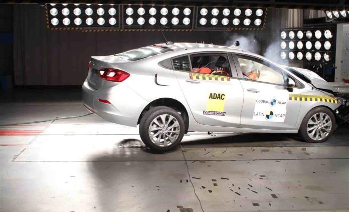 Chevrolet Cruze obtiene 5 estrellas en seguridad