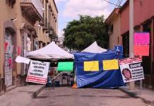 Madre de víctima desmiente apoyo a plantón en CEEAV