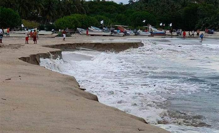 Playa ¡se hunde! en Oaxaca (FOTOS)