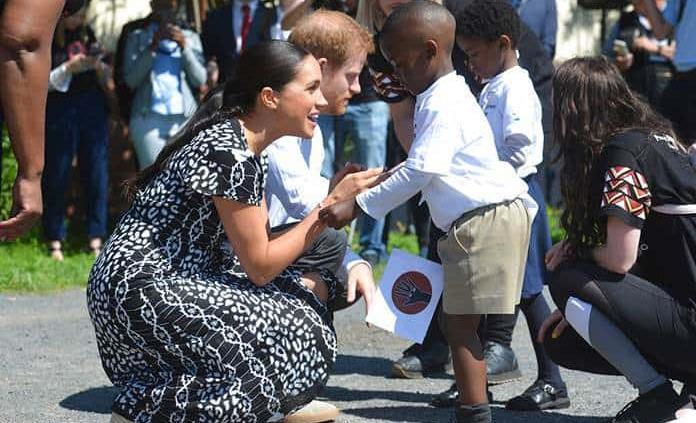 El príncipe Enrique y Meghan inician visita por Sudáfrica