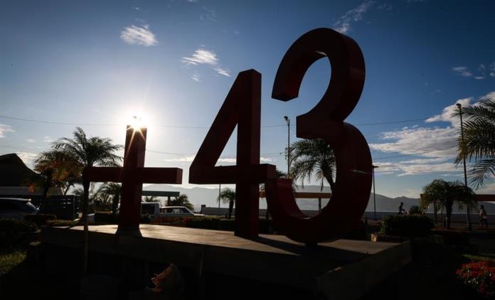 Vinculan a proceso a dos experitos de la entonces PGR por Ayotzinapa