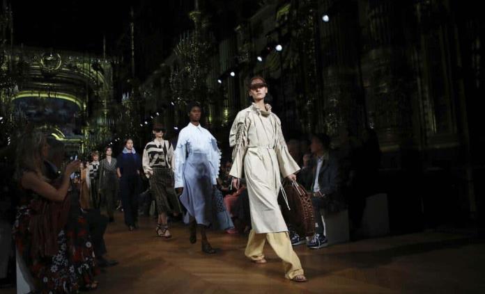 Stella McCartney lidera en la pasarela parisina el movimiento verde
