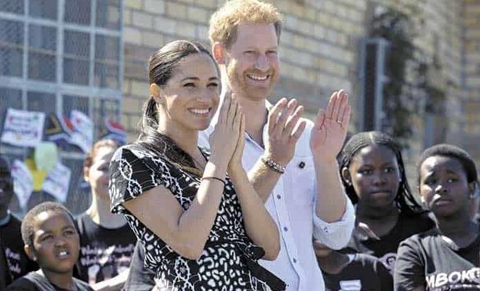 Príncipe Enrique critica a medios por el trato que recibe Meghan