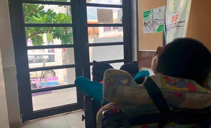 Padre abandonó a su hija discapacitada en el DIF