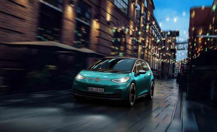 El coche eléctrico Volkswagen ID.3 se comunica con luz