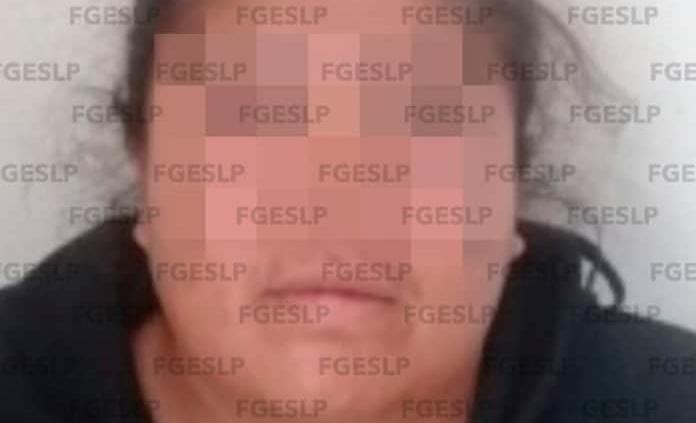 Mujer es arrestada por robo en Fenapo