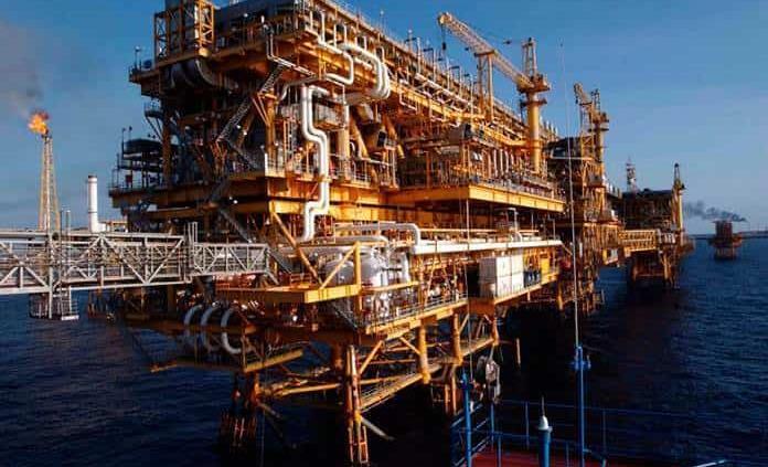 México reducirá exportación de petróleo en 103 mil barriles diarios