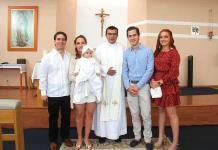 Alicia Azanza del Valle recibe sacramento del bautismo