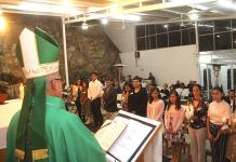 Arzobispo de San Luis Potosí imparte la confirmación a jóvenes