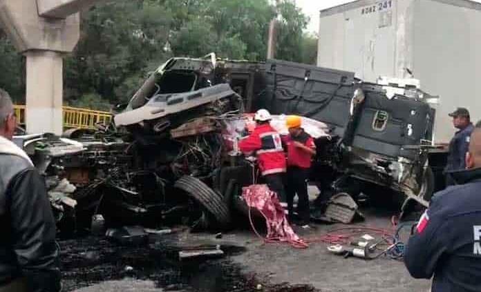 Tráiler destroza automóvil en rúa a Villa de Reyes