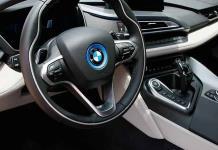 Profeco alerta de fallas en frenos de BMW y dirección de los Altima