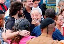 El expresidente brasileño Lula sale de la cárcel un año y siete meses después (FOTOS)