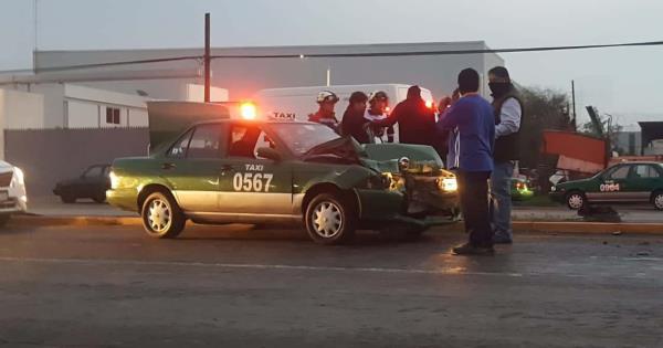 Taxista choca contra un tráiler en la carretera a Rioverde - Pulso Diario de San Luis