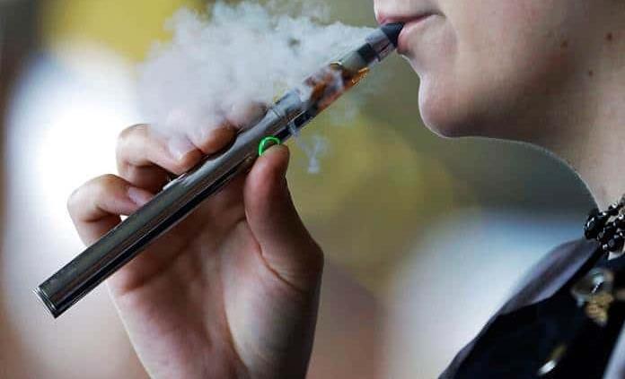 Morena propone cobrar IVA a cigarros electrónicos
