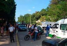 Padres bloquean la rúa federal México-Laredo