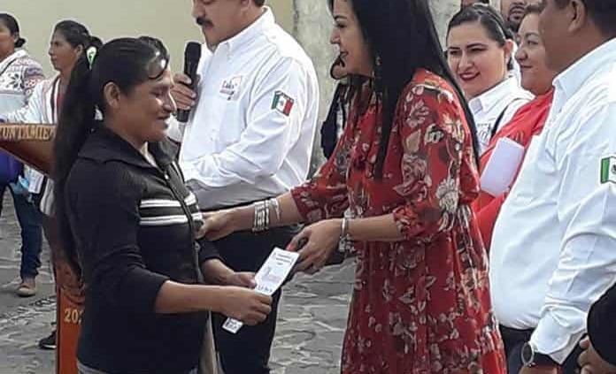 Artesanos de Xilitla logran premios en la capital