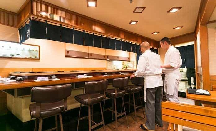 Famoso restaurante de sushi de Tokio queda fuera de la guía Michelín