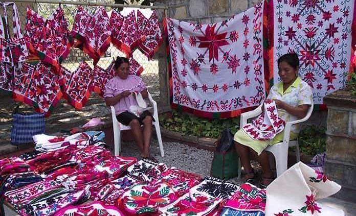 Gran demanda tiene taller de bordado tének