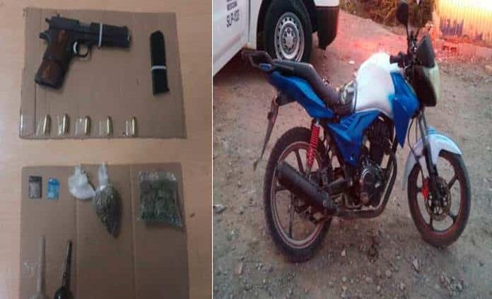 Atrapan a dos con pistola, cartuchos útiles y marihuana