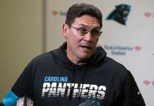 Los Panthers despiden al entrenador Ron Rivera